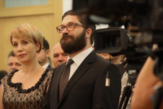 Овации ја тресеа оперската сала на првото појавување на Дурловски после режимскиот прогон